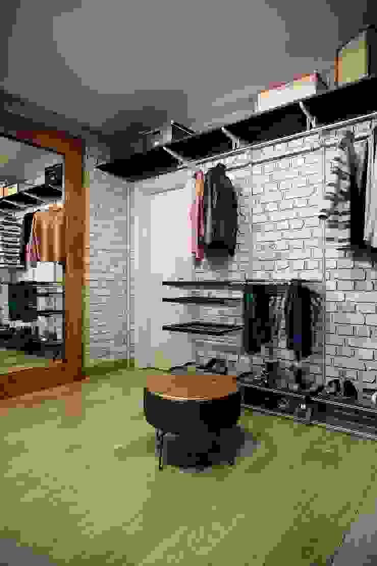 Vestidores de estilo industrial de CO:interior Industrial