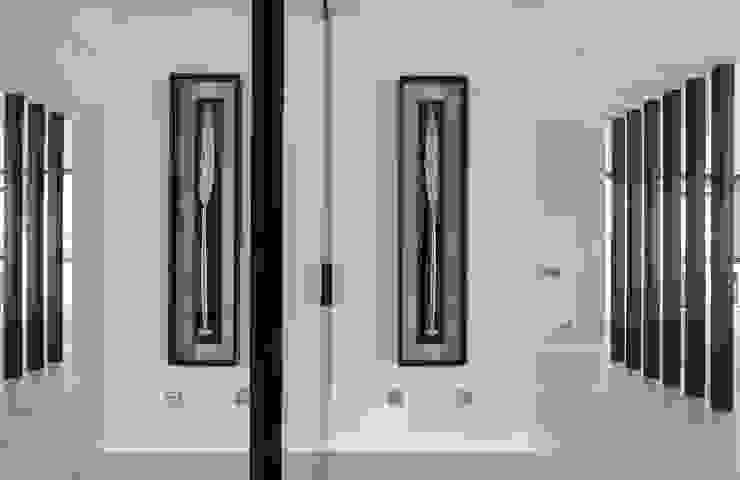 Квартира 89 м2, в жилом комплексе <q>Английский квартал</q> Коридор, прихожая и лестница в эклектичном стиле от Дизайн-бюро Галины Микулик Эклектичный