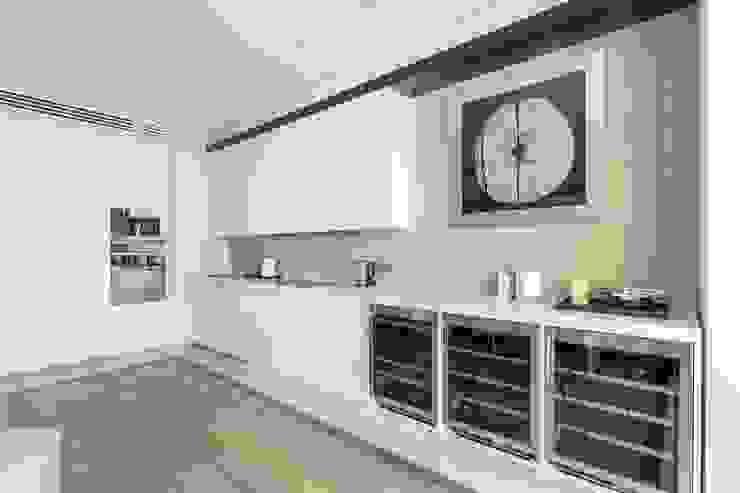 Квартира 89 м2, в жилом комплексе <q>Английский квартал</q> Кухни в эклектичном стиле от Дизайн-бюро Галины Микулик Эклектичный