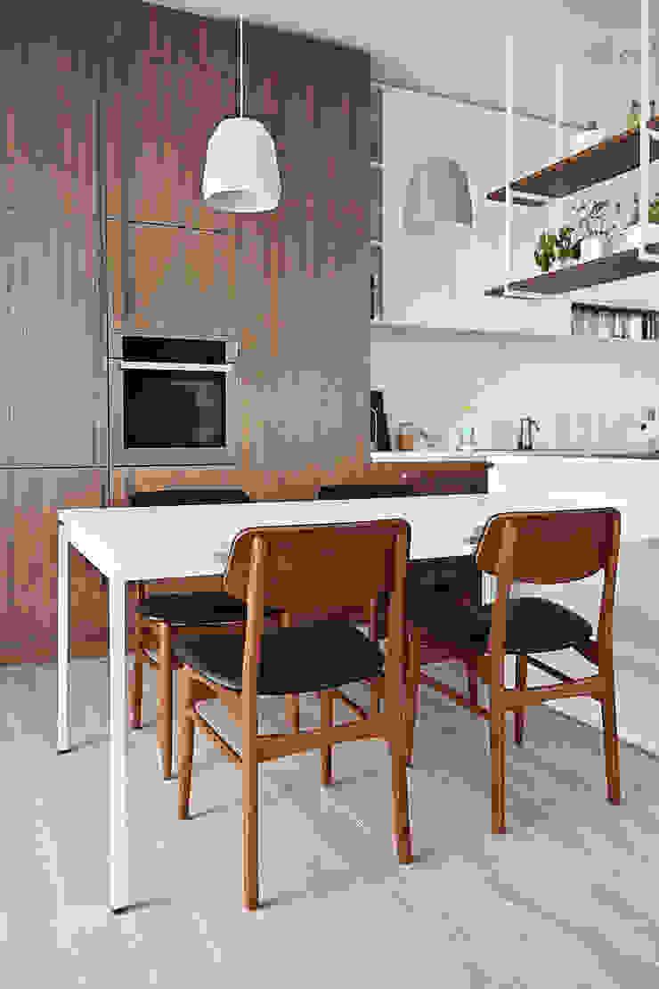 Scandinavian style dining room by PB/STUDIO Scandinavian