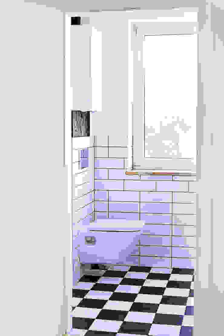 Mieszkanie studenckie Industrialna łazienka od PB/STUDIO Industrialny