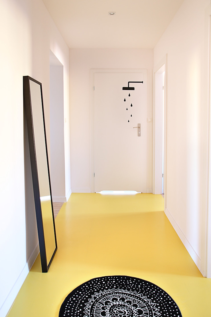 Mieszkanie studenckie Minimalistyczny korytarz, przedpokój i schody od PB/STUDIO Minimalistyczny