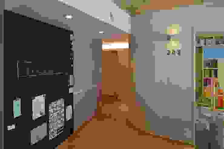 ステージのある家 すくすくリノベーション vol.4: 株式会社エキップが手掛けたリビングです。,オリジナル