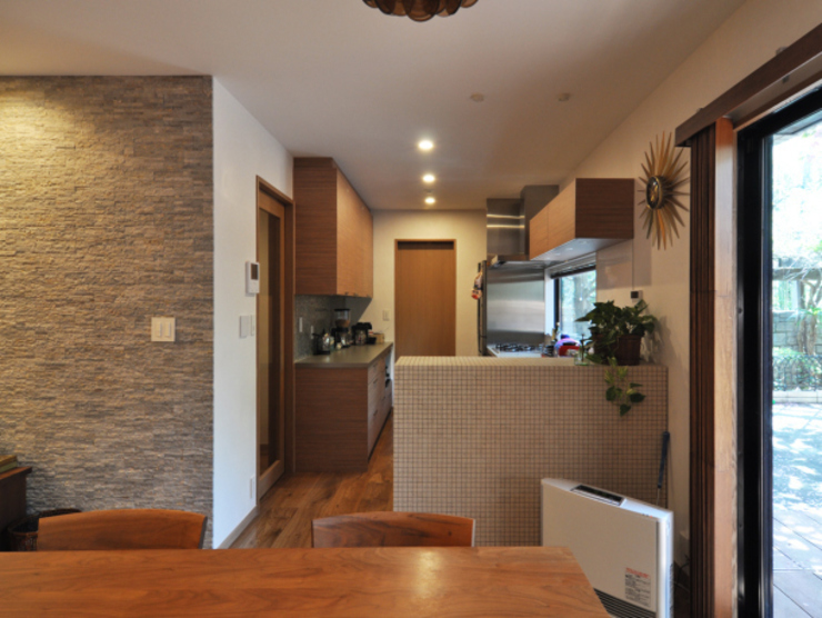 Eclectic style dining room by 株式会社エキップ Eclectic