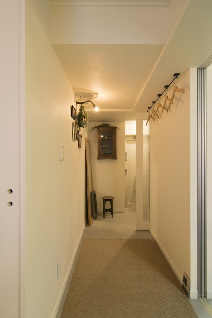 Eclectic style corridor, hallway & stairs by 株式会社エキップ Eclectic