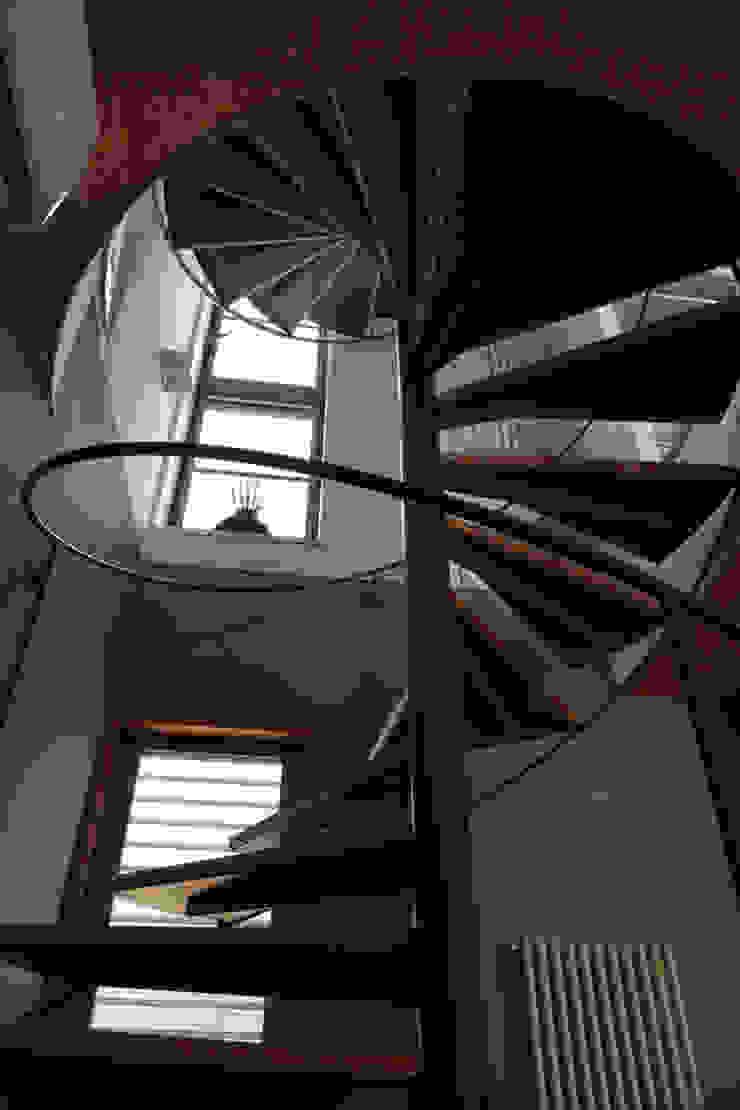 長浜信幸建築設計事務所 Pasillos, vestíbulos y escaleras de estilo moderno