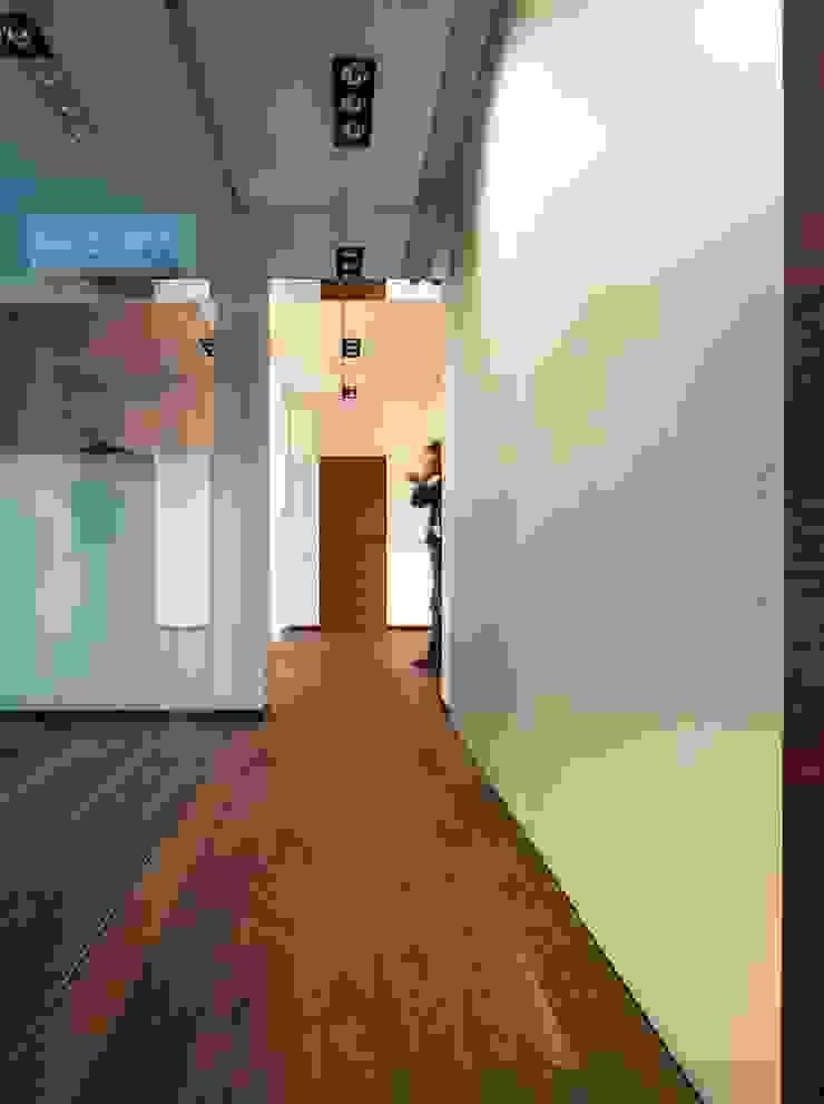 Archibrook Pasillos, vestíbulos y escaleras modernos