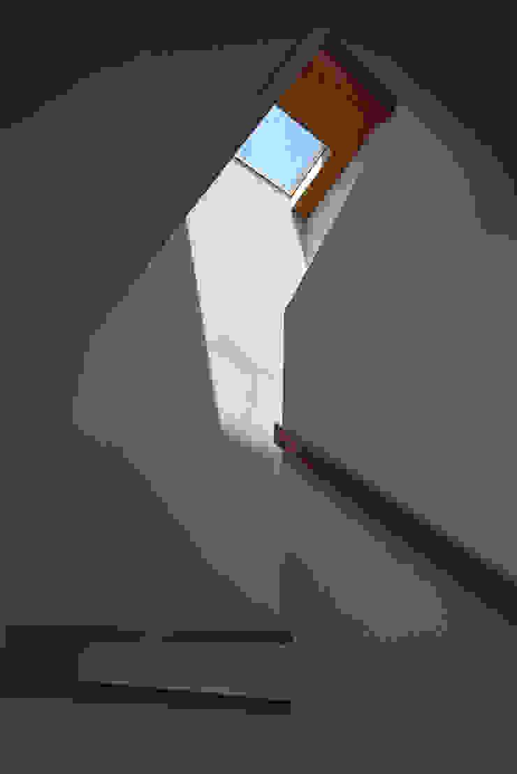 長浜信幸建築設計事務所 Scandinavian style corridor, hallway& stairs