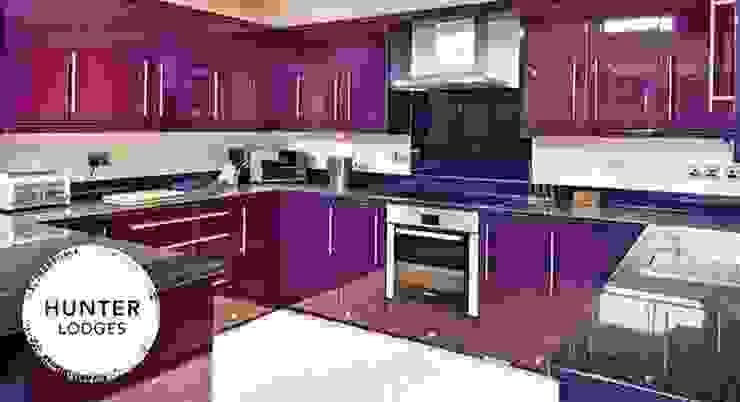 Hunter Lodges at Celtic Manor Resort Modern kitchen by Lodgico Ltd Modern