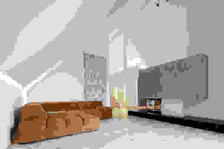 Penthouse B Moderne Wohnzimmer von destilat Design Studio GmbH Modern