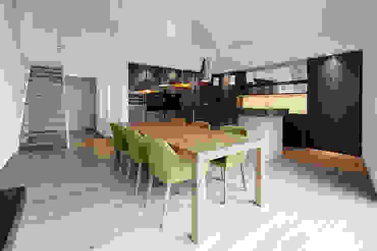 Penthouse B Moderne Esszimmer von destilat Design Studio GmbH Modern