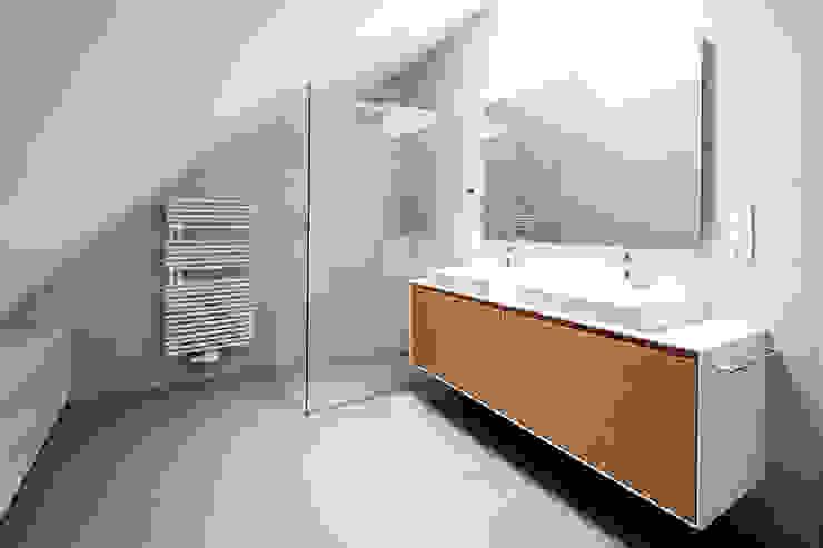 Penthouse B Moderne Badezimmer von destilat Design Studio GmbH Modern