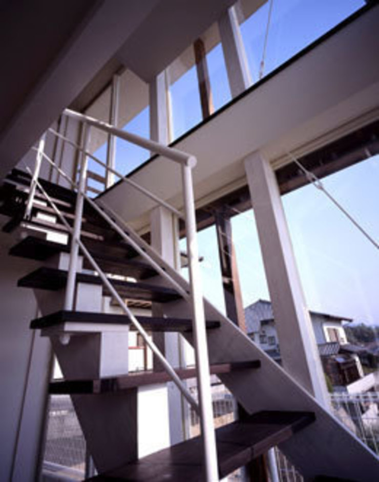 「育てる家 」 モダンスタイルの 玄関&廊下&階段 の 有限会社アルキプラス建築事務所 モダン