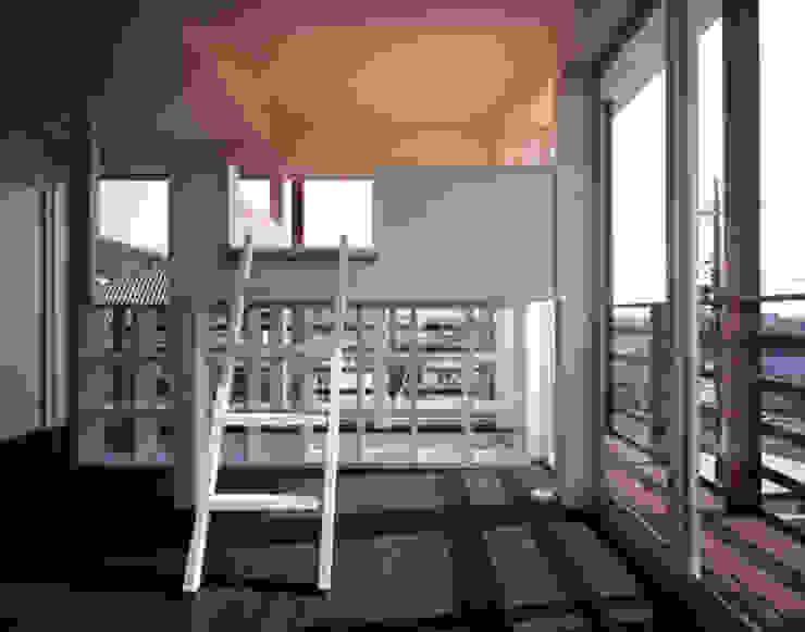「育てる家 」 モダンデザインの 多目的室 の 有限会社アルキプラス建築事務所 モダン