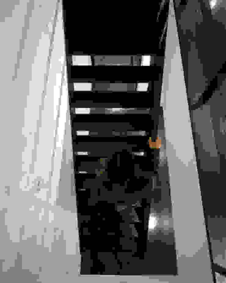 緑井の家 モダンスタイルの 玄関&廊下&階段 の 有限会社アルキプラス建築事務所 モダン