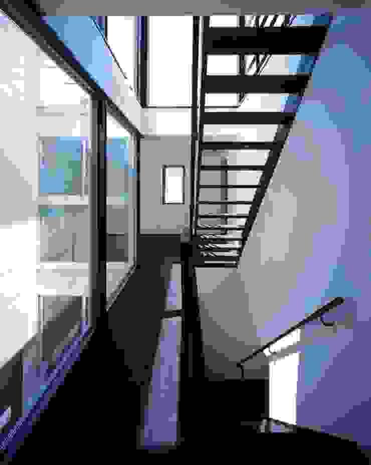 H HOUSE in hiroshima モダンスタイルの 玄関&廊下&階段 の 有限会社アルキプラス建築事務所 モダン