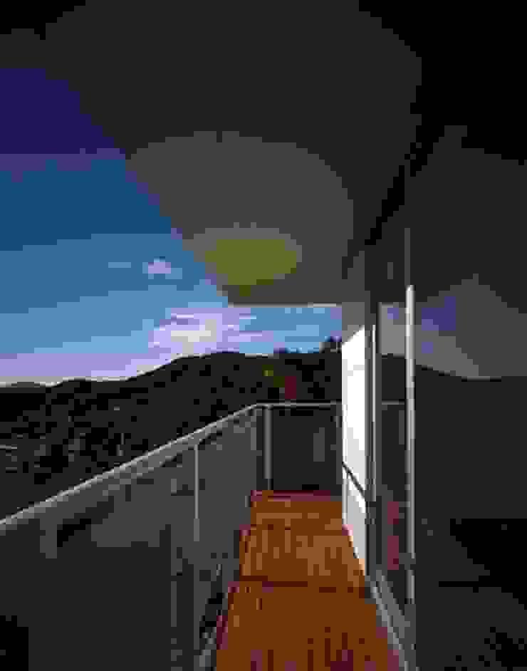 くまののいえ モダンデザインの テラス の 有限会社アルキプラス建築事務所 モダン