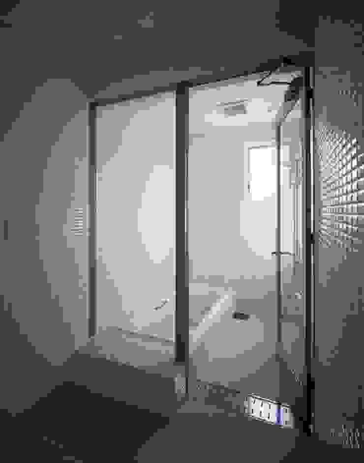 くまののいえ モダンスタイルの お風呂 の 有限会社アルキプラス建築事務所 モダン