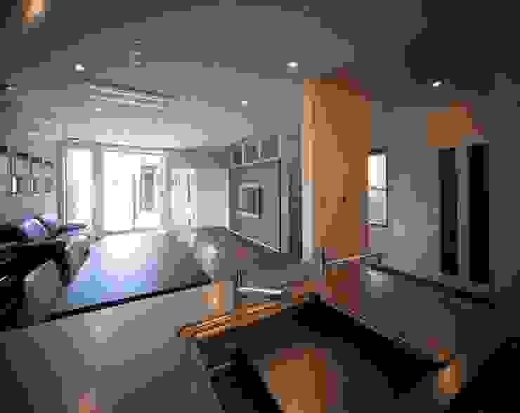 有限会社アルキプラス建築事務所 Cocinas de estilo moderno
