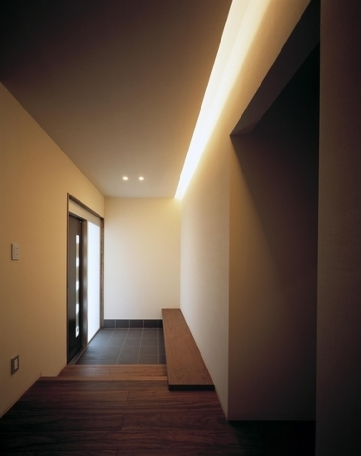 有限会社アルキプラス建築事務所 現代風玄關、走廊與階梯