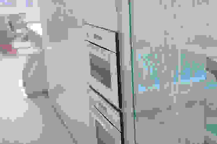 WHITE & WHITE ANNA SHEMURATOVA \ interior design Кухня в стиле минимализм