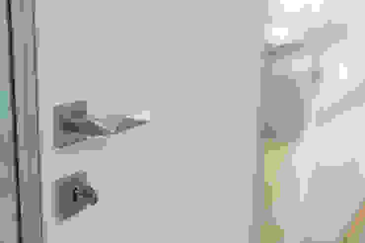 WHITE & WHITE ANNA SHEMURATOVA \ interior design Окна и двериДвери