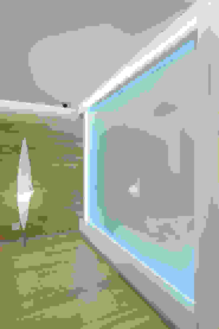 WHITE & WHITE ANNA SHEMURATOVA \ interior design Стены и пол в стиле минимализм
