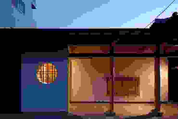 Casas modernas por 有限会社アルキプラス建築事務所 Moderno