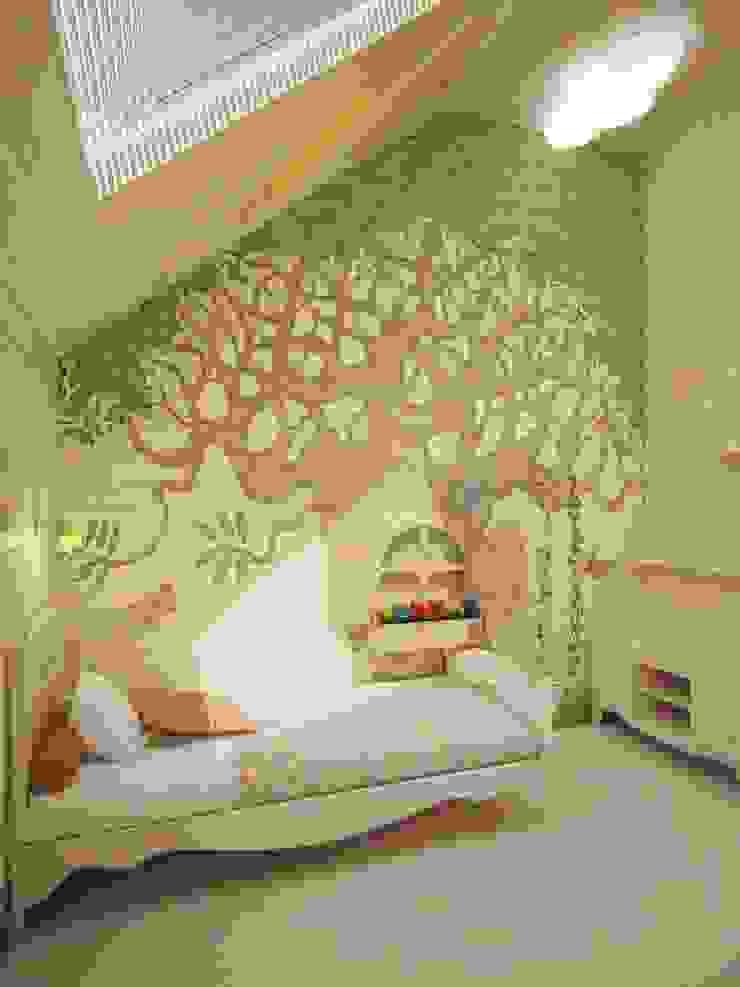 Kamar Bayi/Anak Gaya Eklektik Oleh Студия дизайна интерьера 'Золотое сечение' Eklektik Kayu Wood effect