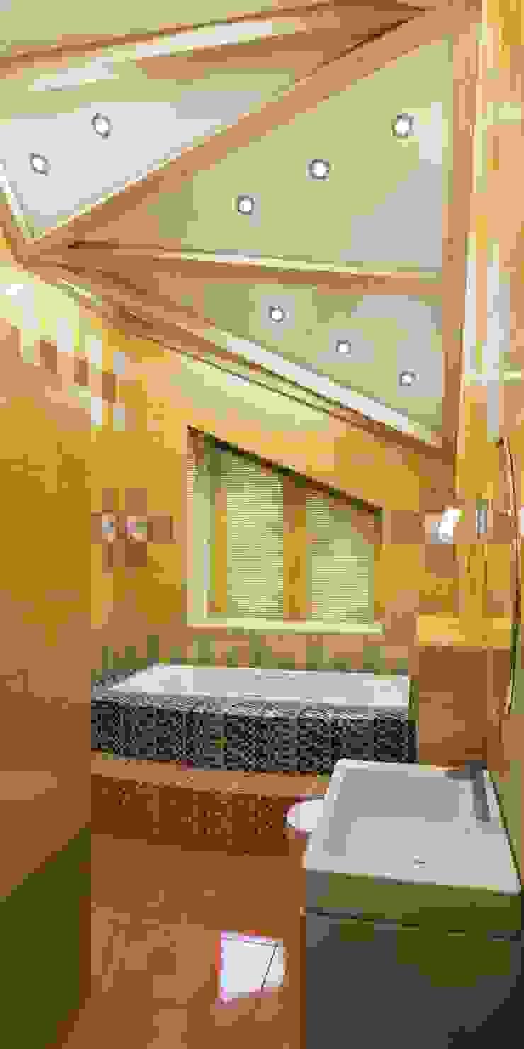 Eclectic style bathrooms by Студия дизайна интерьера 'Золотое сечение' Eclectic Ceramic