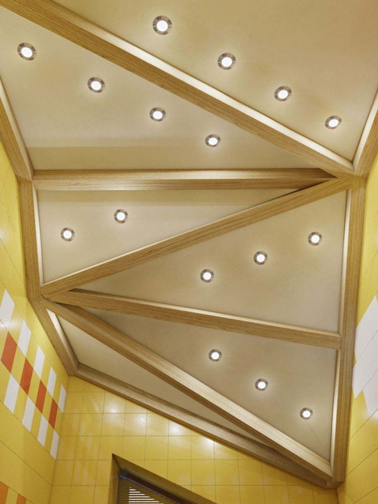 Kamar Mandi Gaya Eklektik Oleh Студия дизайна интерьера 'Золотое сечение' Eklektik Kayu Wood effect