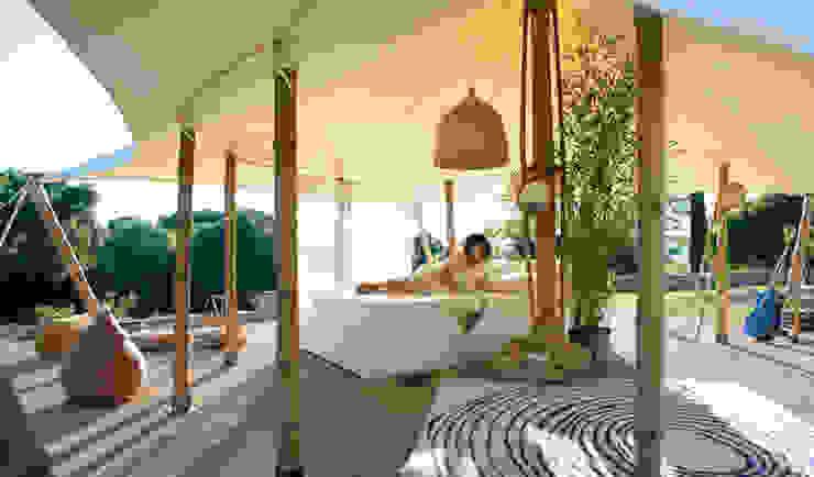 La petite tente bambou : 20m2 de bonheur au coeur de votre jardin ! Hôtels originaux par Marie de Saint Victor Éclectique