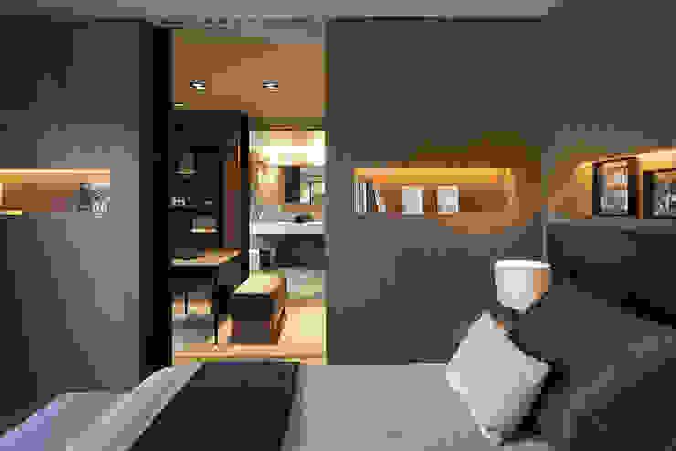Dormitorios de estilo  por adela cabré,