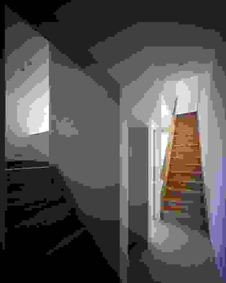 倉敷の家 モダンスタイルの 玄関&廊下&階段 の 有限会社アルキプラス建築事務所 モダン