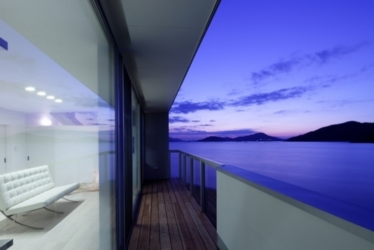 坂の下の家 モダンデザインの テラス の 有限会社アルキプラス建築事務所 モダン