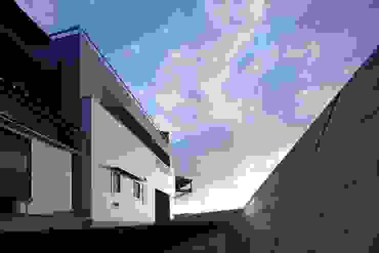 坂の下の家 モダンな 家 の 有限会社アルキプラス建築事務所 モダン