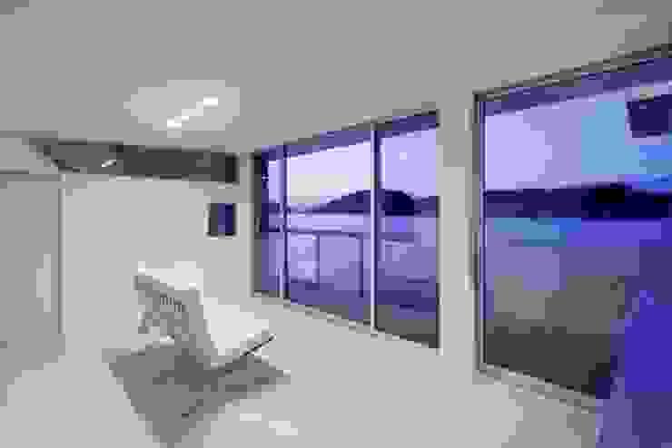 坂の下の家 モダンデザインの リビング の 有限会社アルキプラス建築事務所 モダン