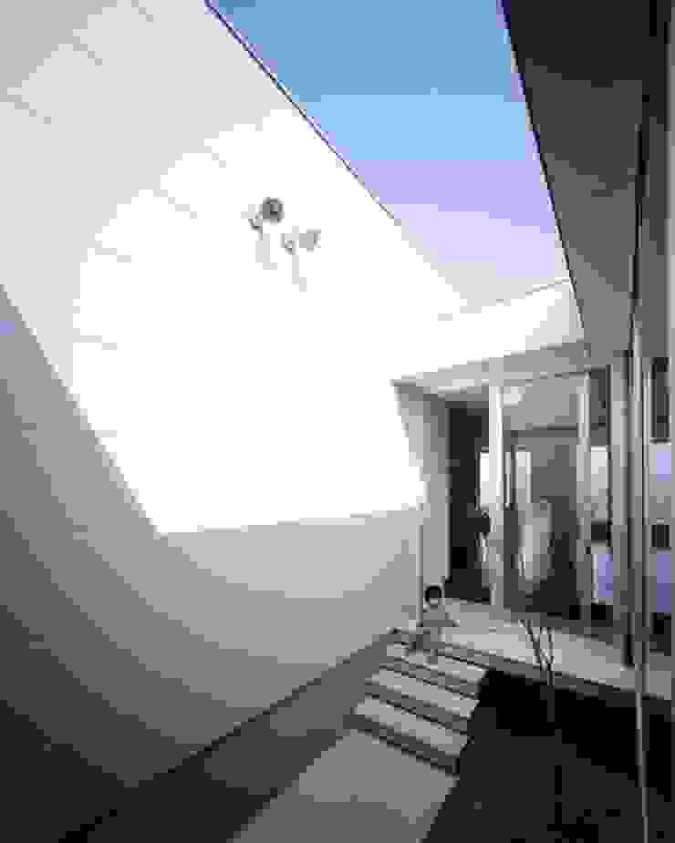 有限会社アルキプラス建築事務所 Jardines de estilo moderno