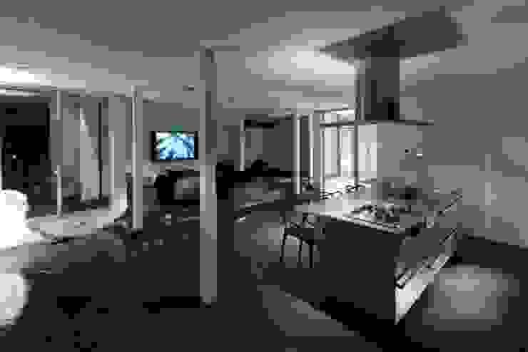 Modern living room by 有限会社アルキプラス建築事務所 Modern
