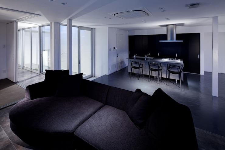 Modern dining room by 有限会社アルキプラス建築事務所 Modern