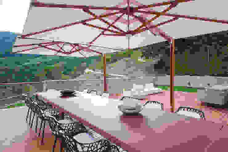 Residenza Colli Veneti Balcone, Veranda & Terrazza in stile moderno di Andrea Tommasi Moderno