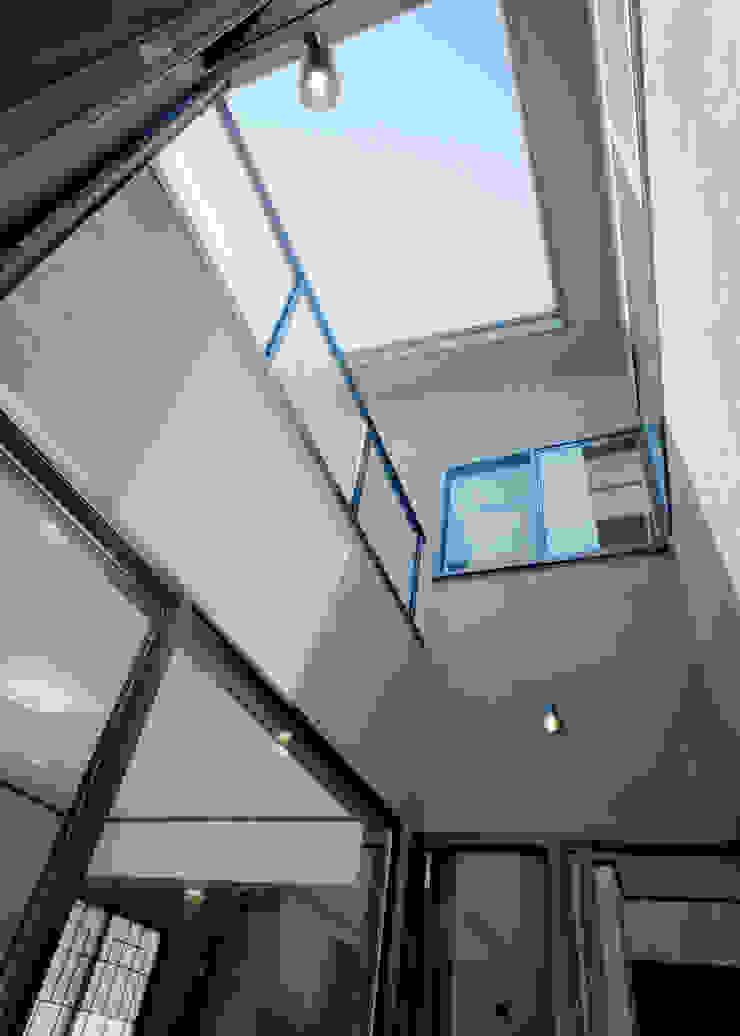 中庭見上げ アジア風 庭 の KEN-空間設計 和風