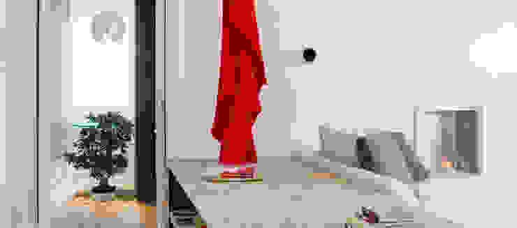 Ingresso e zona living Ingresso, Corridoio & Scale in stile minimalista di Andrea Bella Concept Minimalista