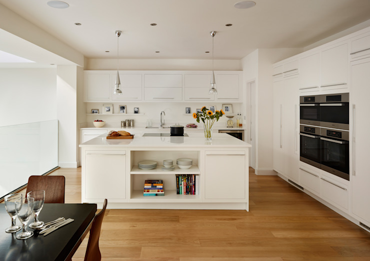 Linear kitchen by Harvey Jones Cozinhas minimalistas por Harvey Jones Kitchens Minimalista