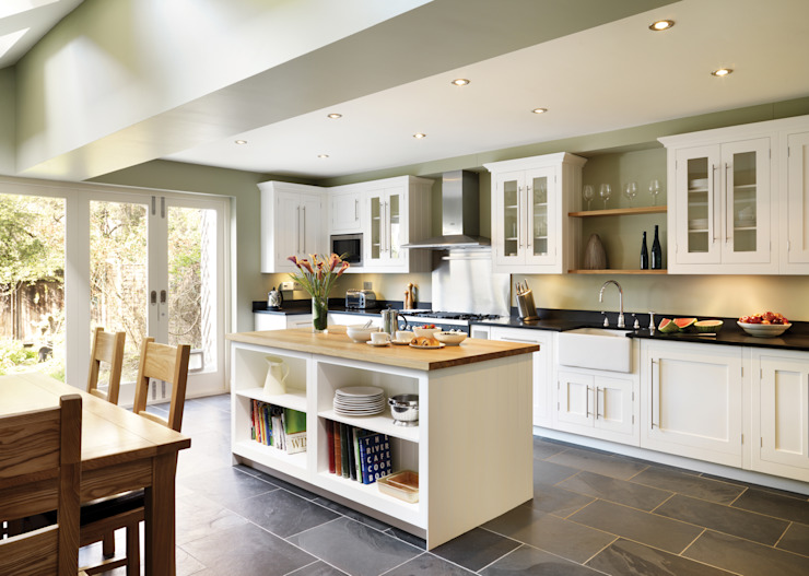 Shaker kitchen by Harvey Jones Cucina in stile classico di Harvey Jones Kitchens Classico
