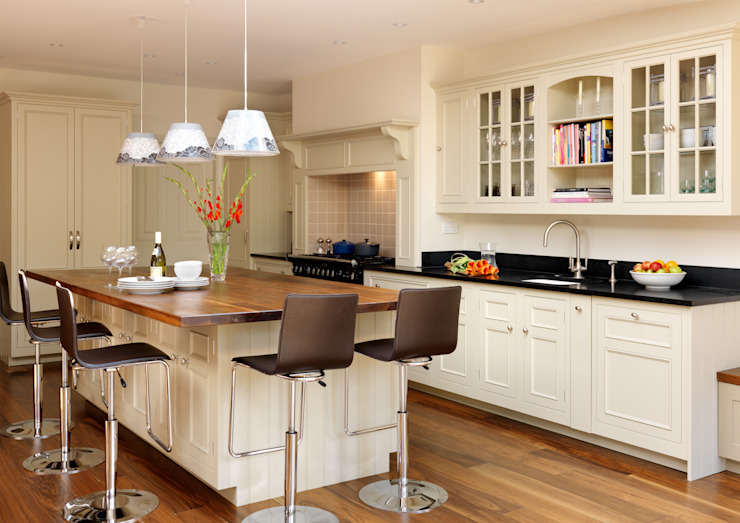 Original kitchen by Harvey jones Cozinhas clássicas por Harvey Jones Kitchens Clássico