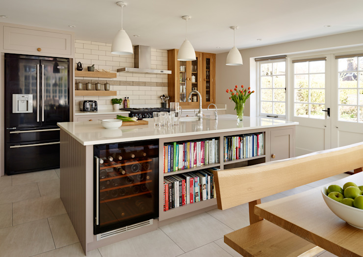 Shaker kitchen by Harvey Jones Cozinhas clássicas por Harvey Jones Kitchens Clássico