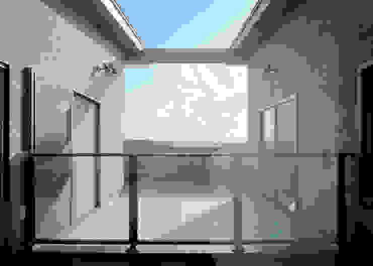 2Fベランダ(中庭越し) 和風デザインの テラス の KEN-空間設計 和風