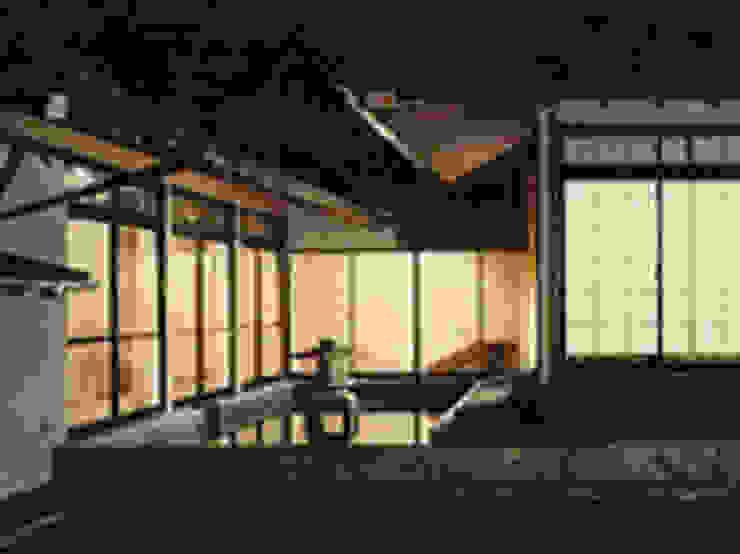 Classic style houses by 株式会社 山本富士雄設計事務所 Classic Wood Wood effect