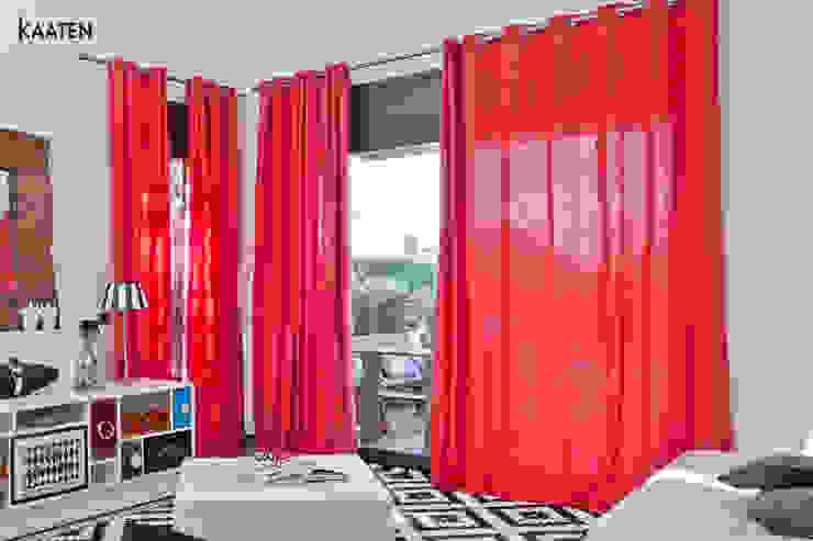 Salas de estar modernas por Kaaten Moderno